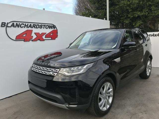 13 A 2019 Land Rover Commercial Style
