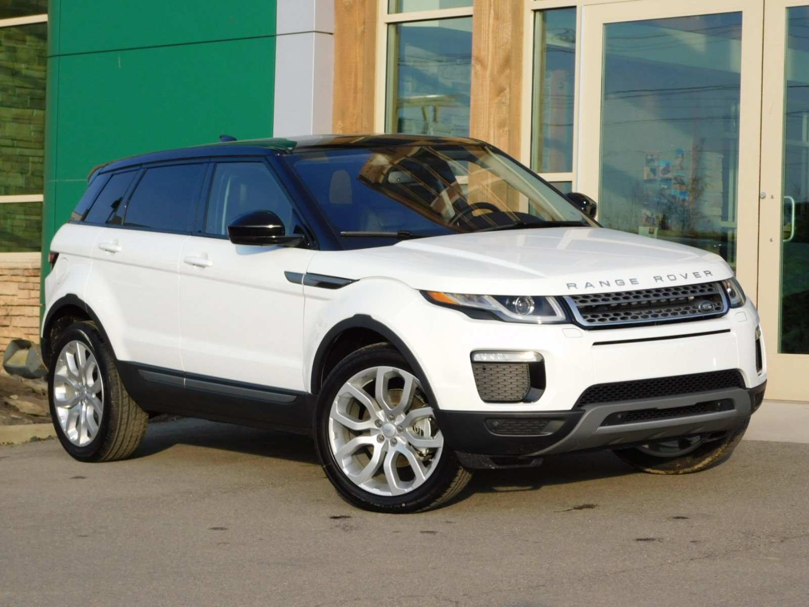 16 The Best 2019 Land Rover Photos