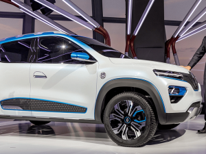 31 A Renault Strategie 2020 Exterior and Interior