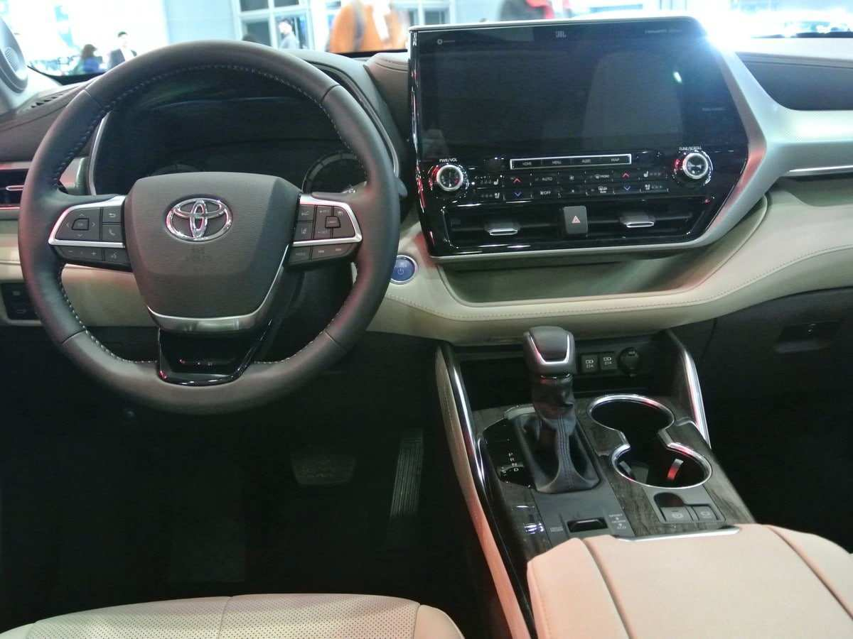 32 A Toyota Kluger 2020 Interior Style