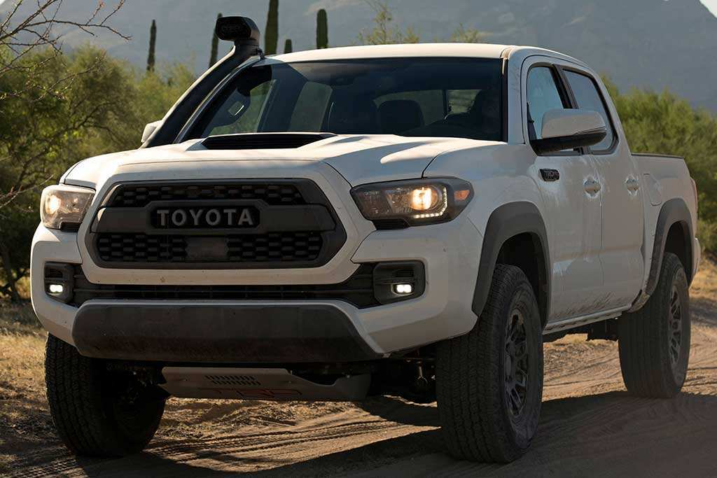 77 A 2019 Nissan Pickup Picture