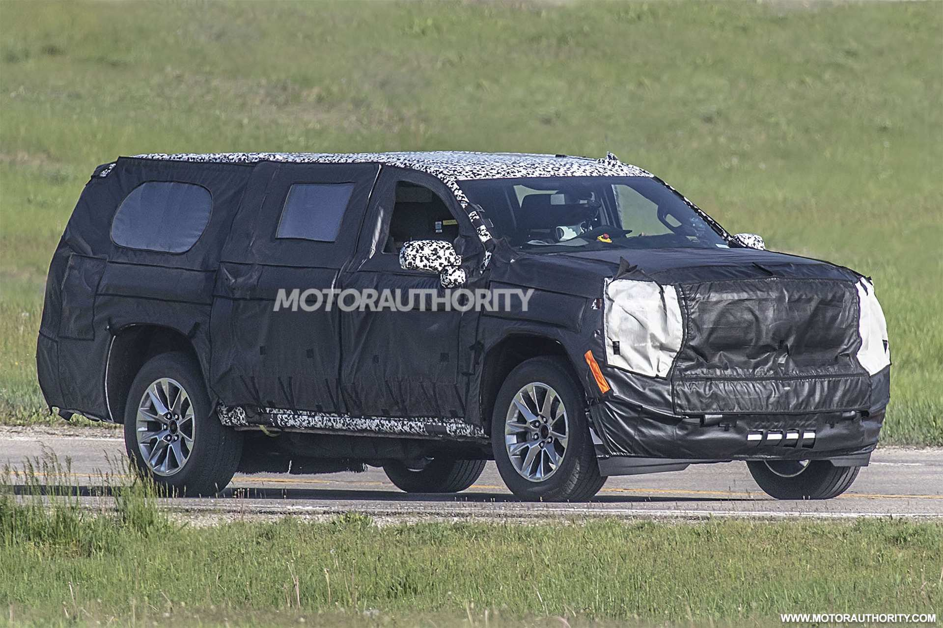28 All New Chevrolet Suburban 2020 Spy Shots Release Date
