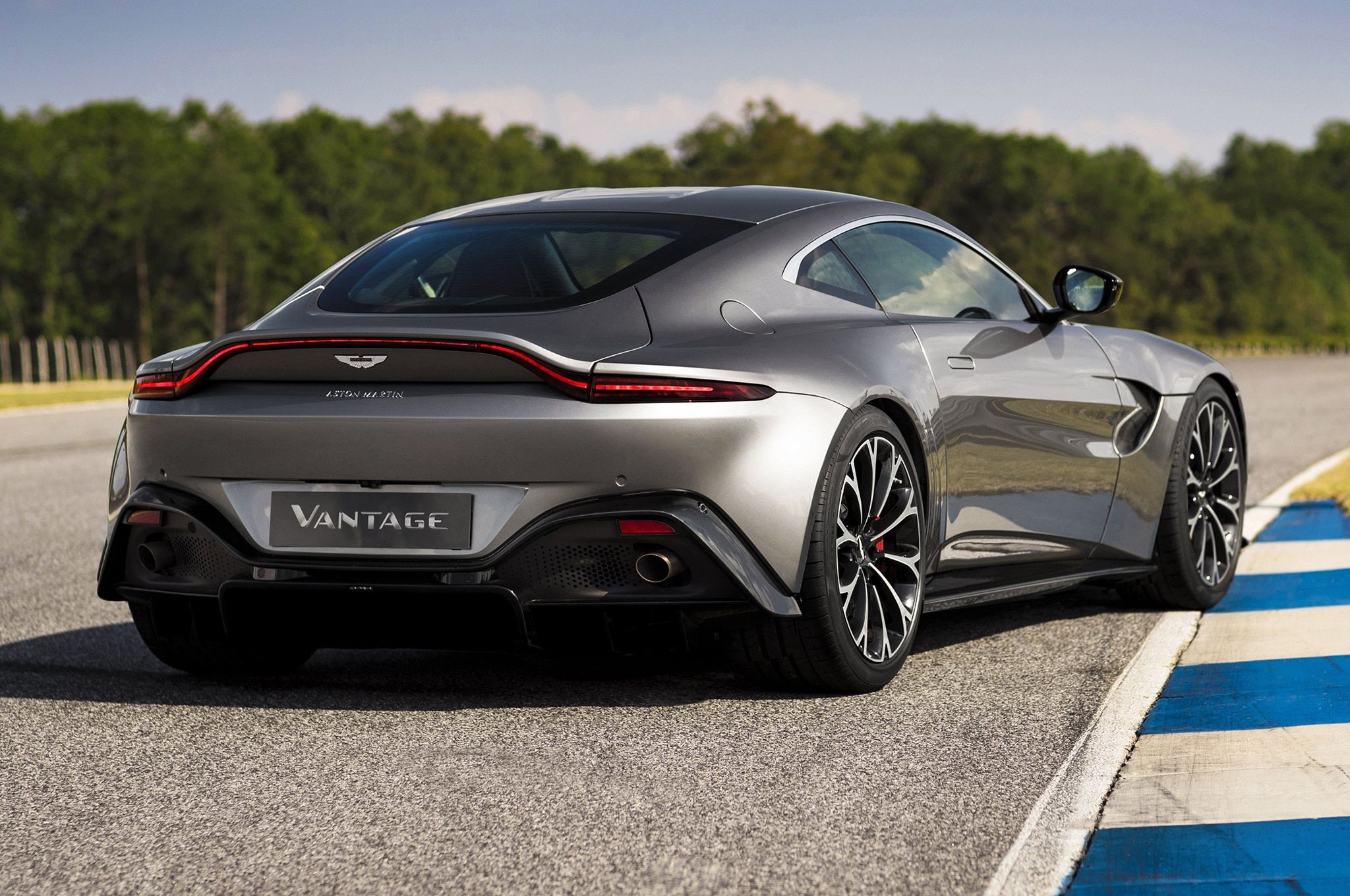 87 All New 2019 Aston Martin Vanquish Performance and New Engine